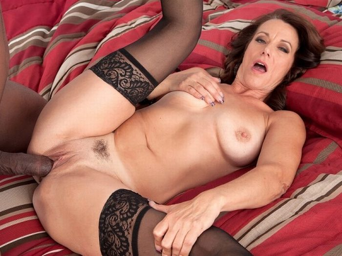 Sexy milf mimi moore finger fucks her pussy 6