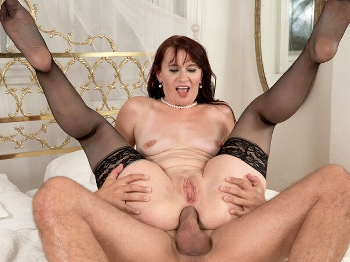 image Milf thing divorcee milf partaking in ass to mouth action