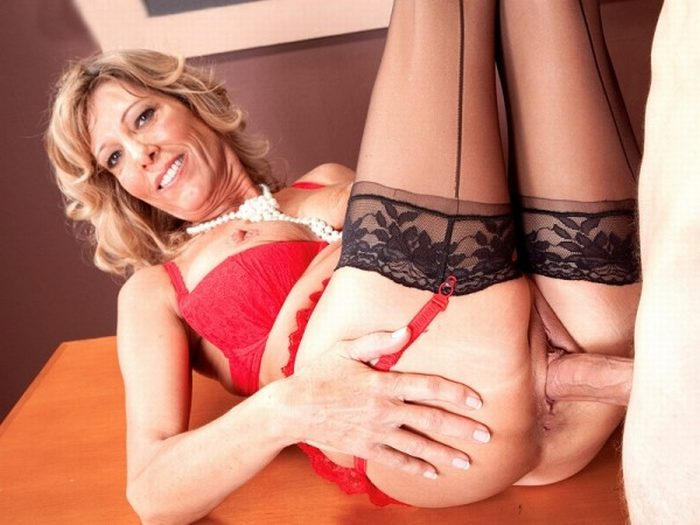 50 Plus Moms - Mature Pantyhose